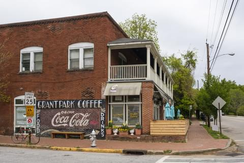 exterior Grant Park coffeehouse