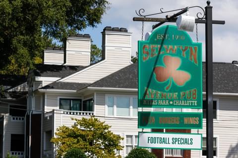 Selwyn Avenue Pub,