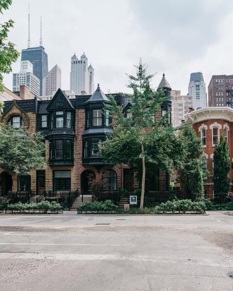 Grab your credit card and shopping bags, Gold Coast has some of Chicago's best high-end shopping. Tucked away from the lake, this upscale neighborhood doesn't want for multi-million dollar townhomes nor Michelin-recommended restaurants.